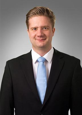 Dr. Kubik András